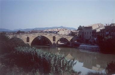 Puente la Reina, der Ort, der nach der Königinnenbrücke benannt ist