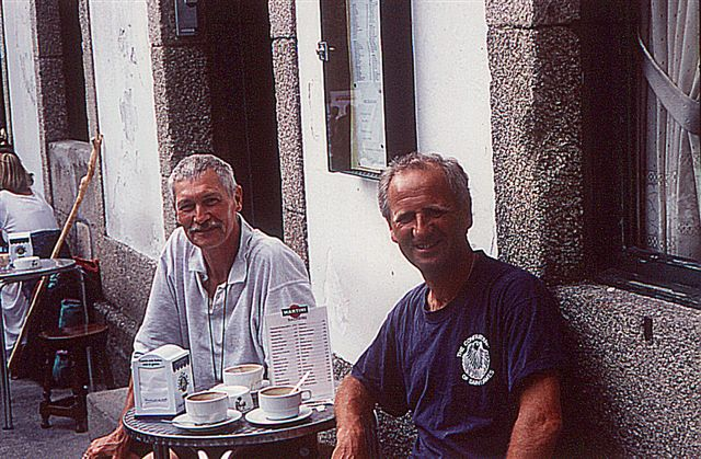 Gernot und John auf der Plazuela de Fonsecca