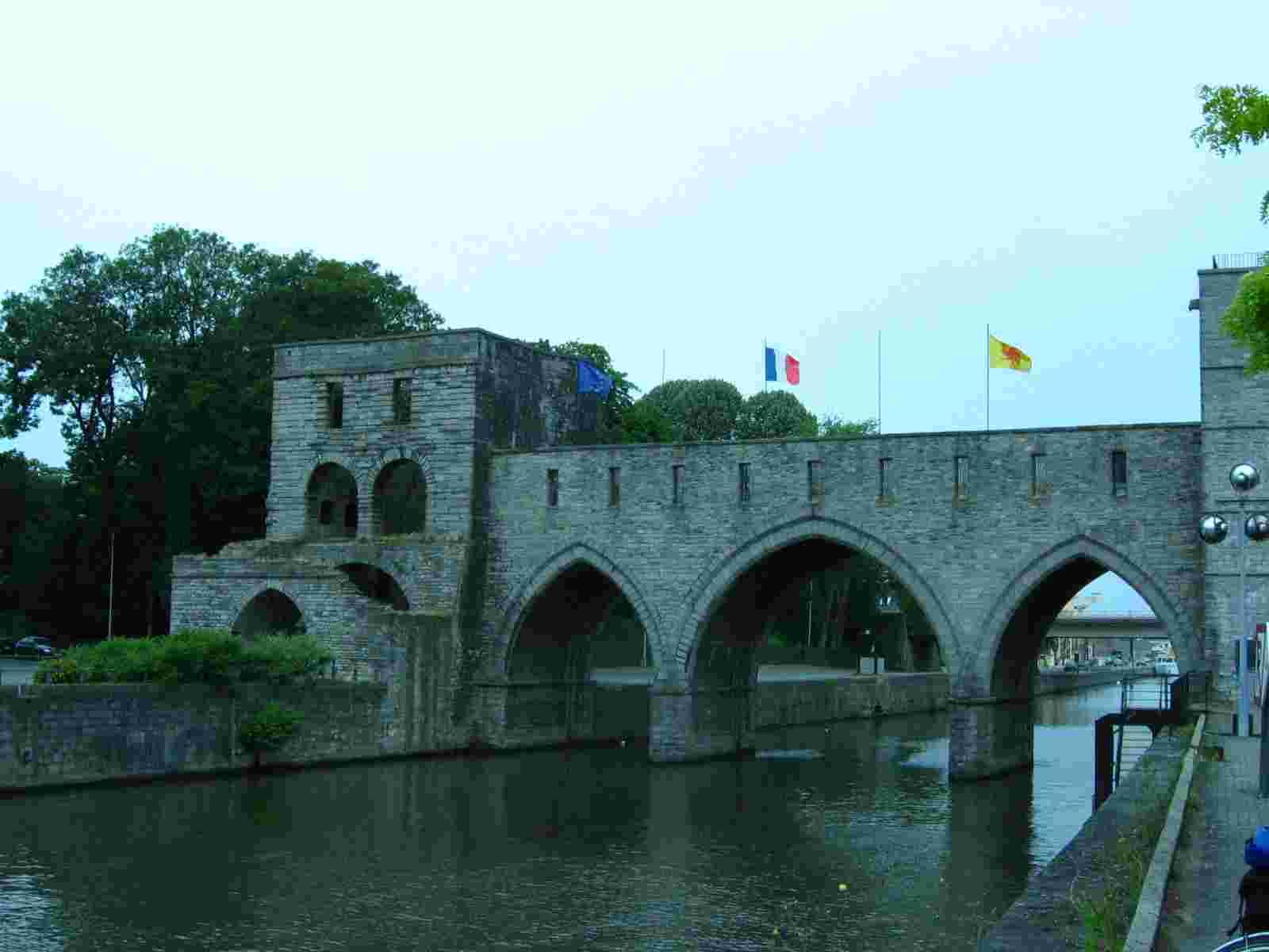 le Pont des Troux, Doornik