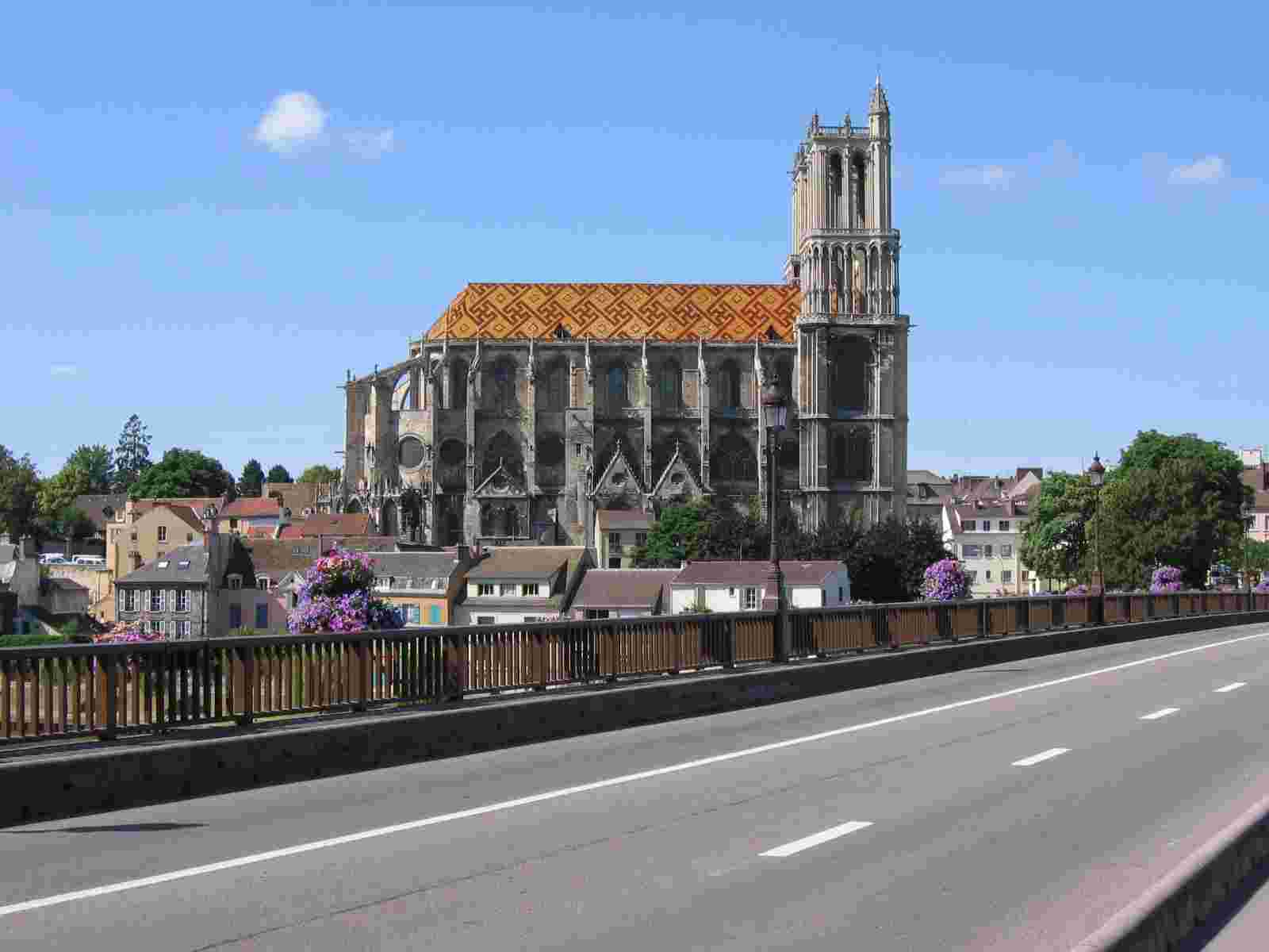 Manthes la Jolie - La Cathédrale