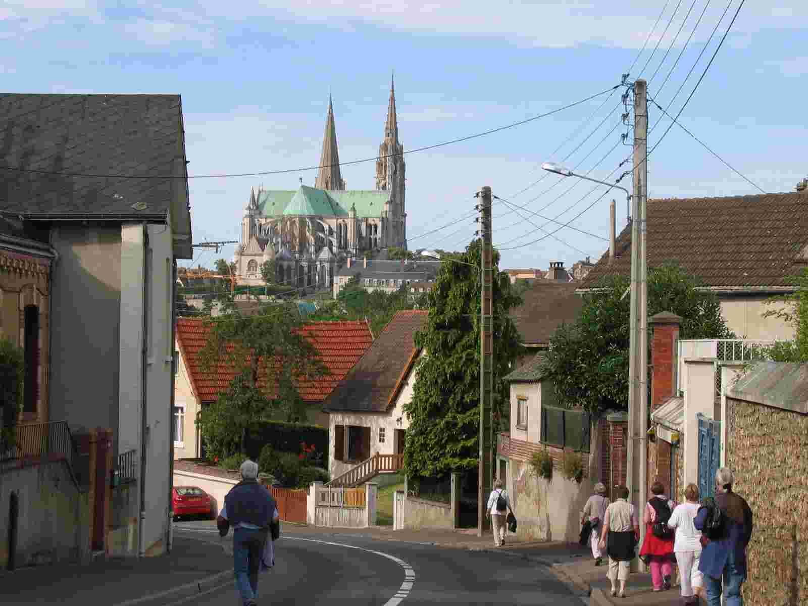 Einfahrt in Chartres