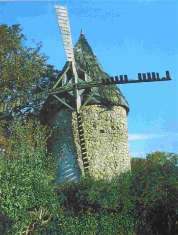 eine Windmühle im Médoc