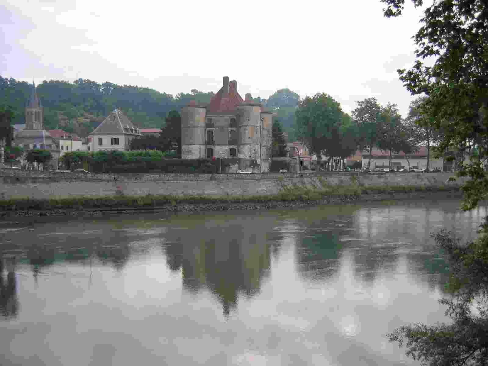 Peyrehorade, Schloss am Fluss Pau