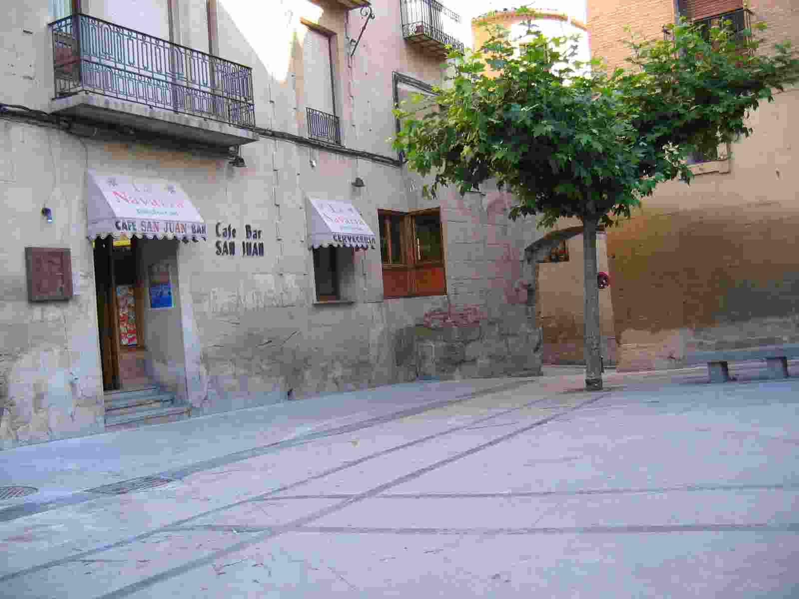 in Viana, die erste Bar am Platze
