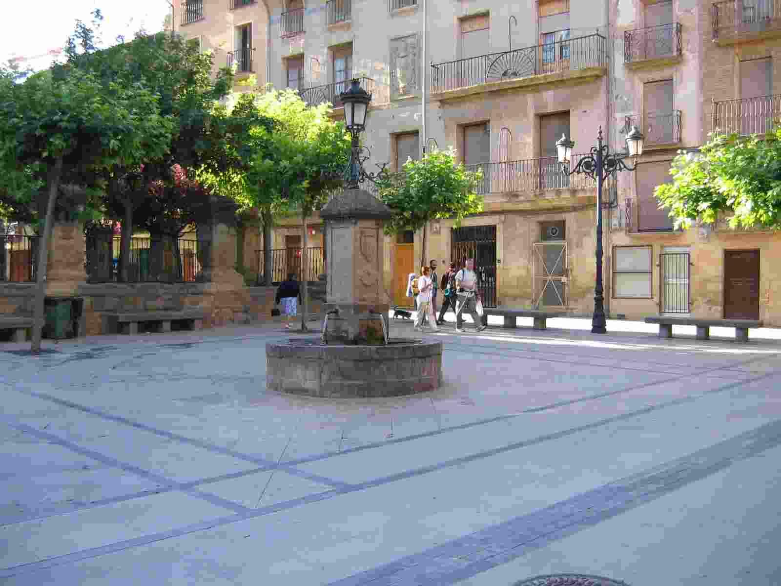 Viana, der Pilgerweg mitten durch den Ort