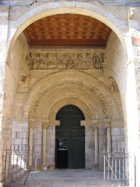 Im Portikus der Kirche in Carrion de los Condes