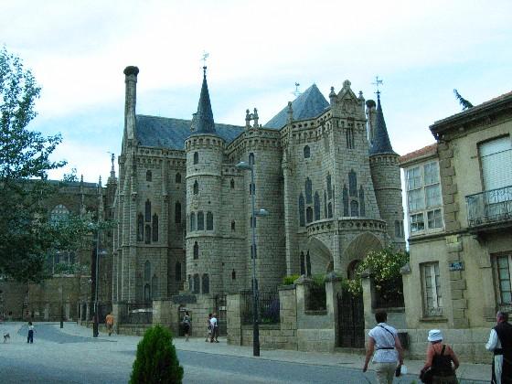 der Bischofspalast von Gaudi, jetzt Pilgermuseum