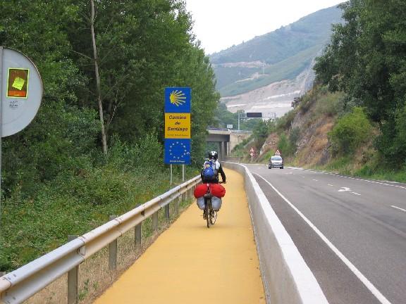 ein gelber Camino im Valcarce