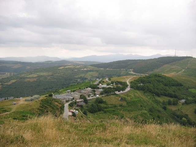 Blick auf O Cebreiro von der höchsten Bergspitze aus