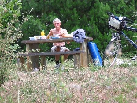 der Autor beim Mittagessen