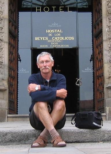 der Autor vor dem Parador Hostal de los Reyes Catolicos