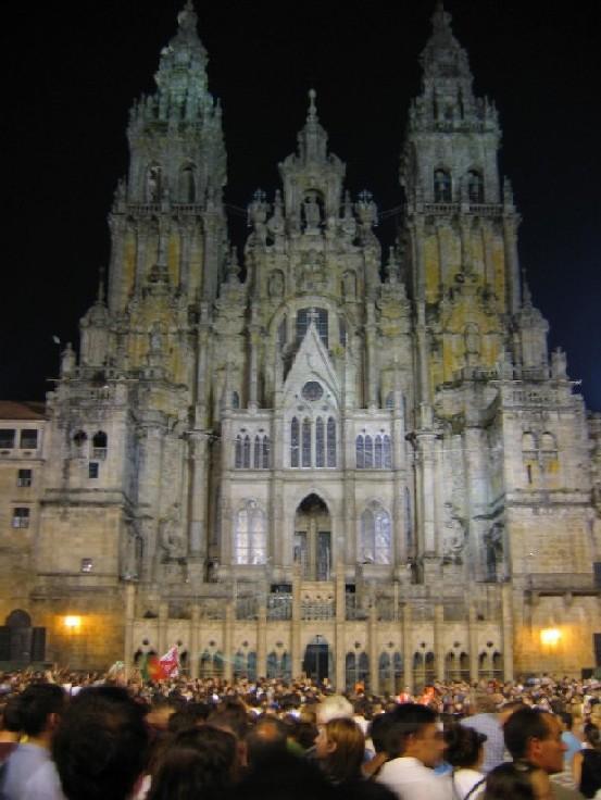 sogar die Kathedrale hat ein festliches Gewand