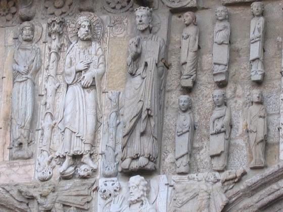 Jakobus und Jesus über dem Ostportal