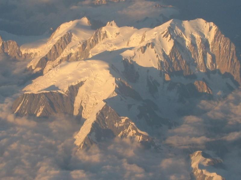 aus dem Flieger das Mont Blanc Massif