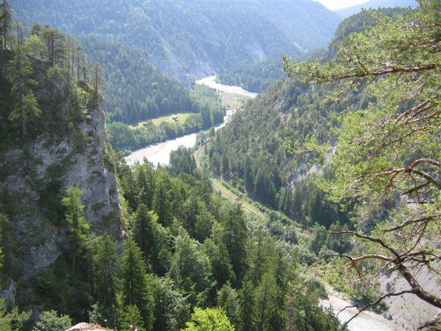 Blick tief hinunter ins Rheintal