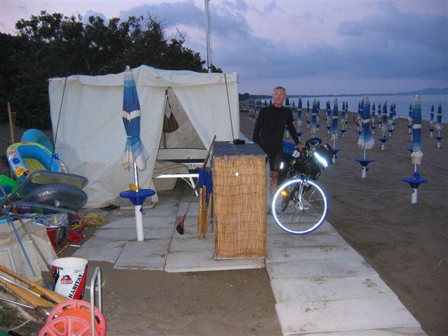 Übernachtung im Erste-Hilfe-Zelt