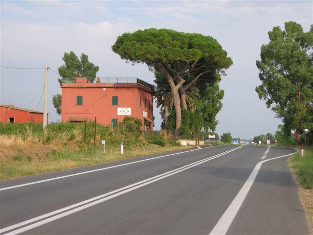 Casa Cantoniera, immer wieder die roten Häuser der Straßenwacht
